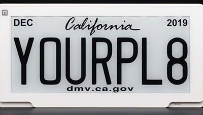 Esta matrícula digital te dice dónde está tu coche y avisa si lo roban