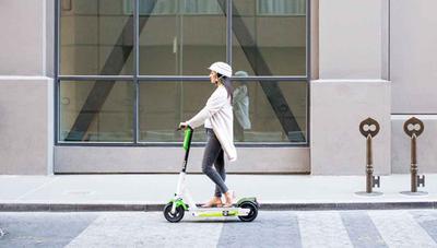 Google Maps ya te dice dónde coger patinetes eléctricos en España