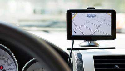 Consiguen hackear coches a través del GPS: pueden apagar el motor en plena circulación