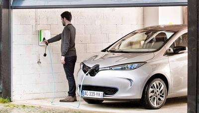 ¿A qué hora sale más barato cargar un coche eléctrico?