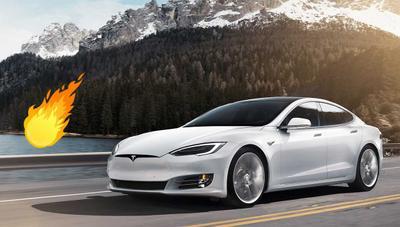 Un Tesla Model S explota en un parking sin motivo aparente