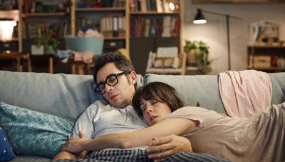 Las mejores series para ver en pareja y no dormirse en el intento