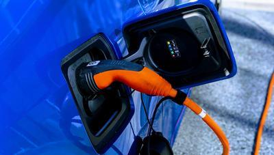 Cómo saber, en tiempo real, dónde cargar un coche eléctrico en España