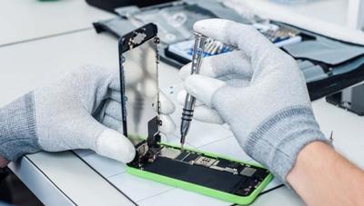 Límites y condiciones de los (pocos) iPhone que podrás reparar oficialmente fuera de una Apple Store
