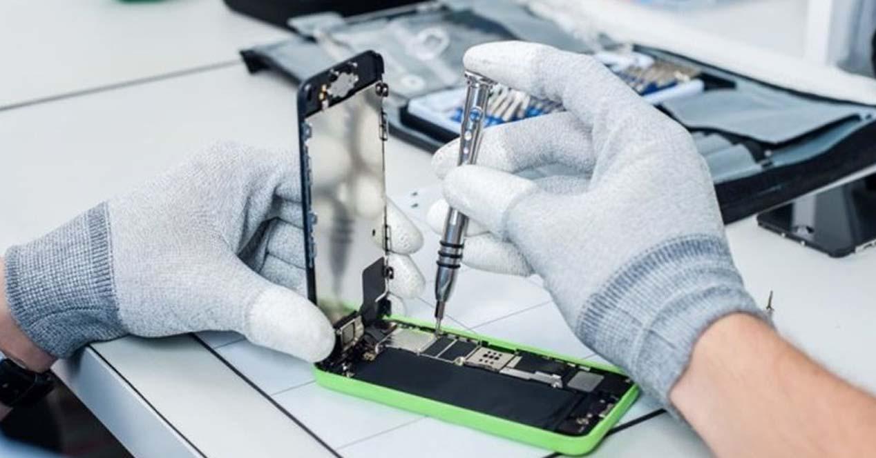 Ver noticia 'Noticia 'Límites y condiciones de los (pocos) iPhone que podrás reparar oficialmente fuera de una Apple Store''