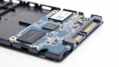 ¿Te parecen poco fiables los SSD QLC? Ya están diseñando los PLC con 5 bits por celda