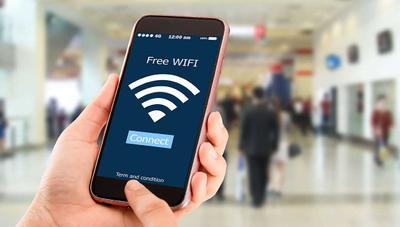 Esto es lo que haces cuando te conectas a una red WiFi pública, y no lo haces de manera segura