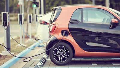 Si tienes un coche eléctrico, estas apps no pueden faltar en tu móvil