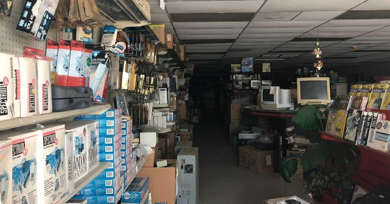 tienda ordenadores abandonada 2002