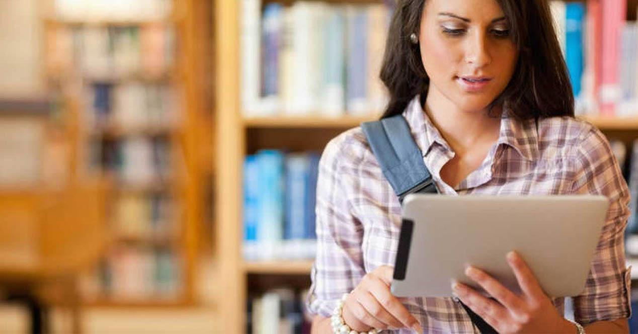 Estudiante con tablet