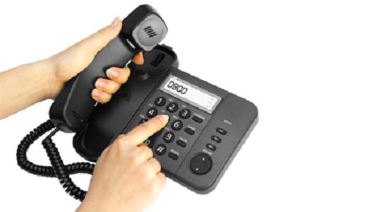 llamando por telefono