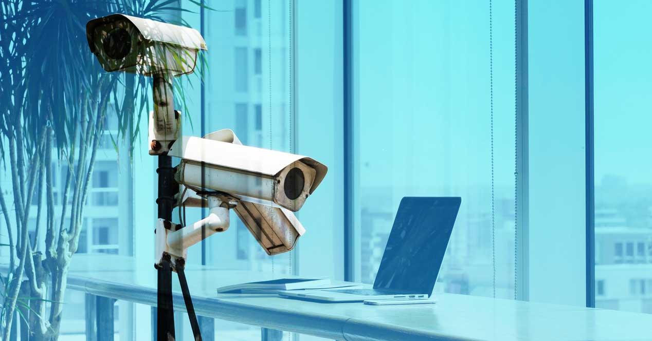 Monitorizar ordenador en el trabajo para controlar a empleados, ¿es legal?