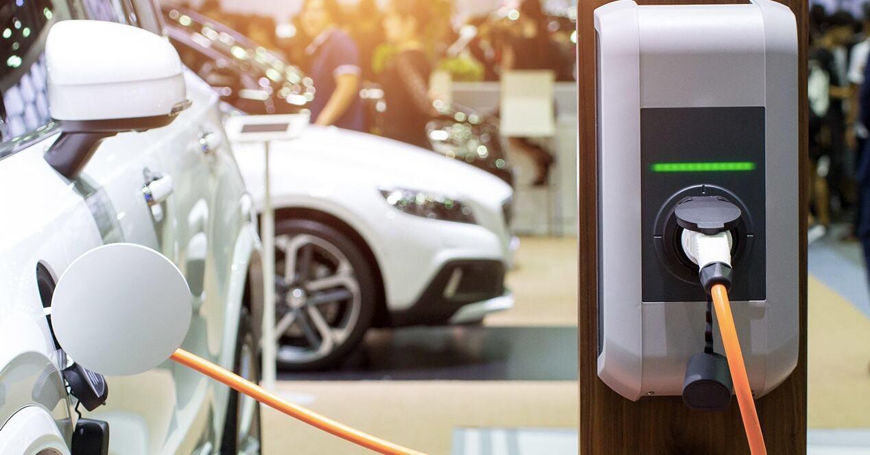 Comparativa ahorro uso coche eléctrico gasolina