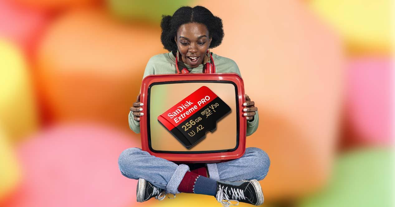 Chica con tele y tarjeta SanDisk Extreme PRO